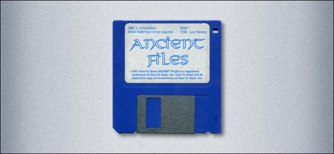 Un disquete de 3.5 pulgadas etiquetado