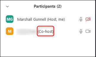 El coanfitrión se muestra junto al nombre del participante.